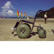 Кресло-коляска повышенной проходимости с колесами низкого давления