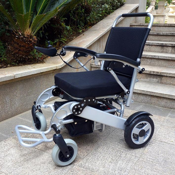 Инвалидная кресло-коляска с электроприводом Titan LY-EB103