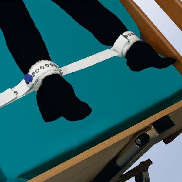 Фиксирующий ремень для ног с магнитным замком с креплением к кровати Orliman 1015