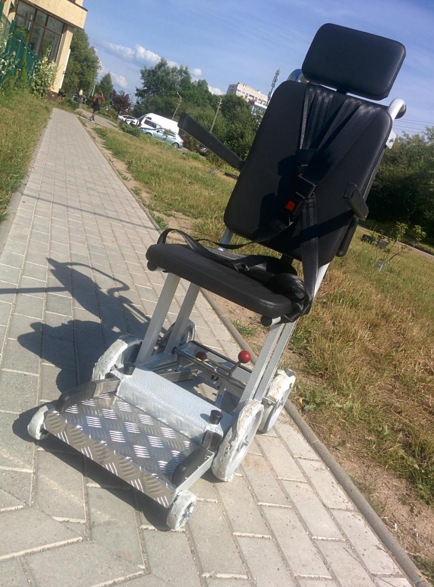 Ступенькоход с интегрированным сиденьем Транспортировочное кресло для борта ВС