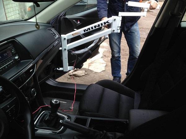 Подъемник для инвалидов в автомобиль. Крепление на петли