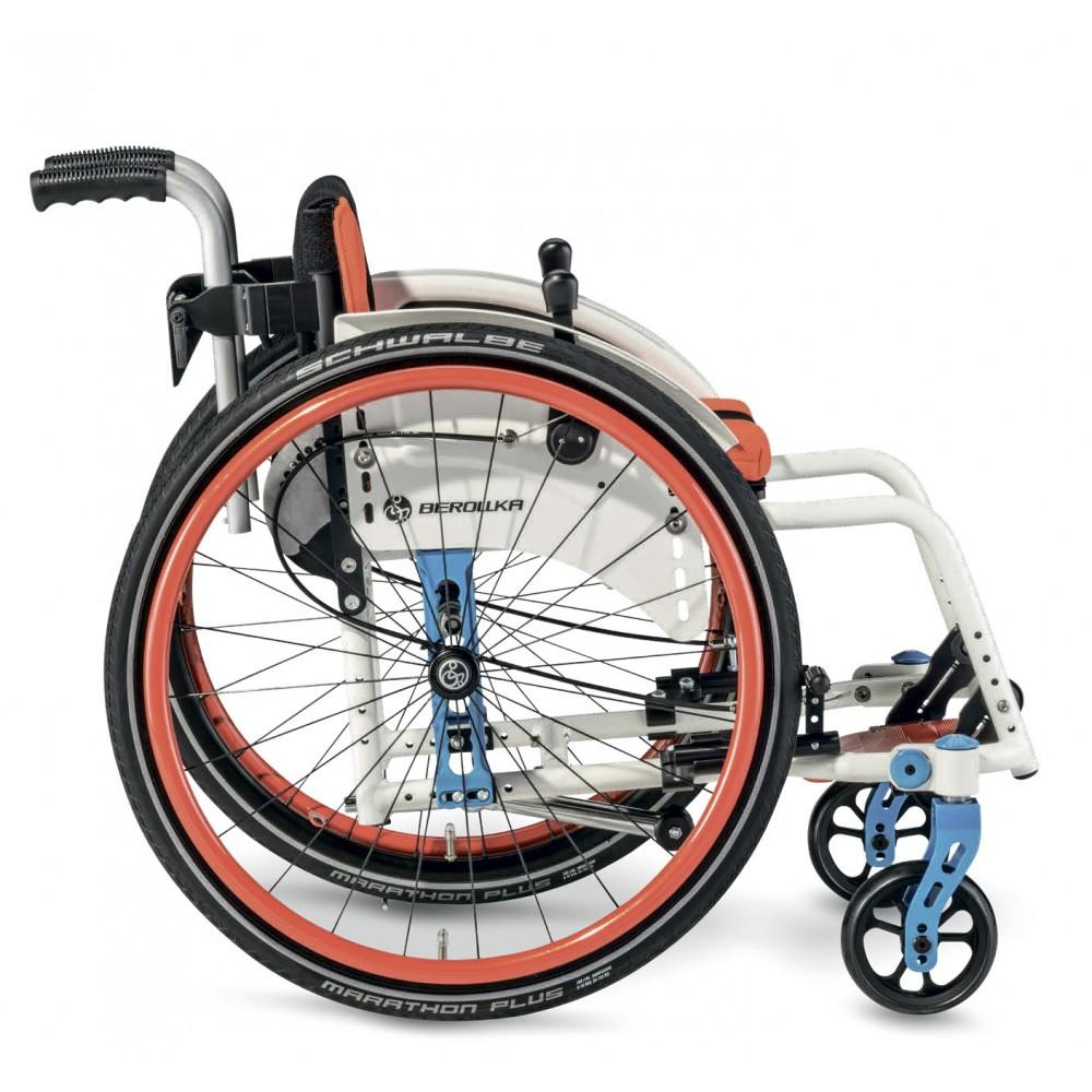 Детское кресло-коляска активного типа Berollka Findus