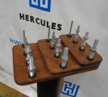 Тренажер с гайками для развития моторики пальцев рук