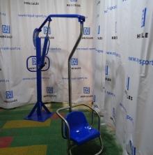 Гидравлический подъемник-лифт для использования в бассейнах c высоким бортом