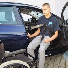 Инвалидный подъёмник в автомобиль с поворотным электроприводом